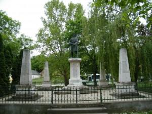 A háborús halottaink emlékére állított emlékmű